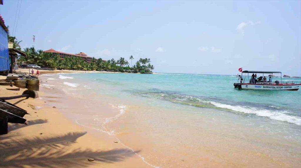 ヒッカドゥワのビーチ