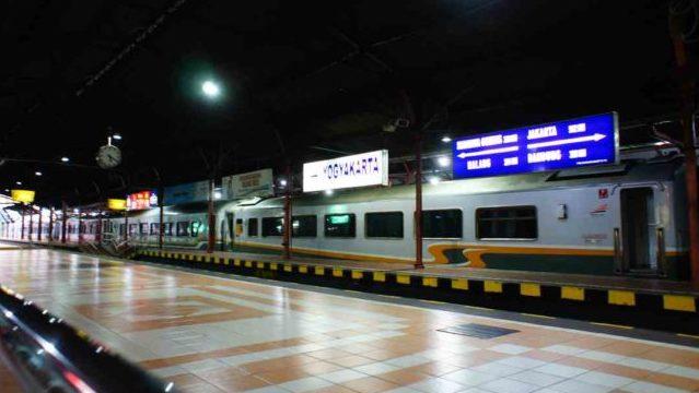 ジャカルタからジョグジャカルタへ電車で行く