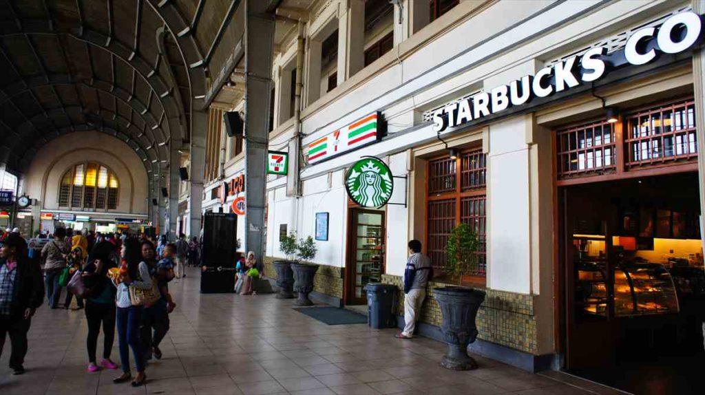 ジャカルタコタ駅のスターバックス
