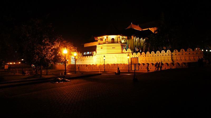 キャンディの仏歯寺の夜