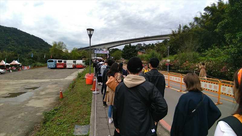 台湾の平溪天燈祭の混雑状況