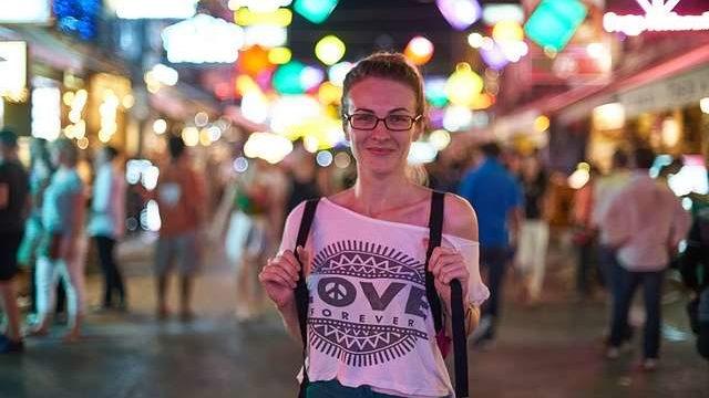 ショルダーバッグとリュック!海外旅行の街歩きに最適なのはどっち?
