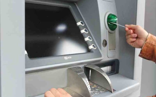 海外ATM利用手数料と現地ATM手数料の違いは?手数料不要のカード一覧