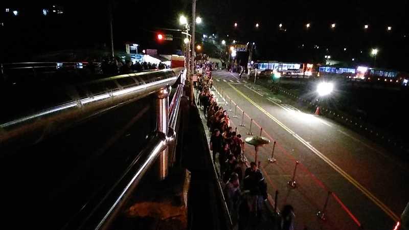 平渓天燈節の帰りのバスは混雑がひどい