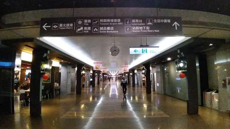 台北駅地下街は迷うと迷路になる