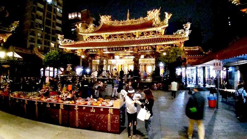 台北の観光地・龍山寺