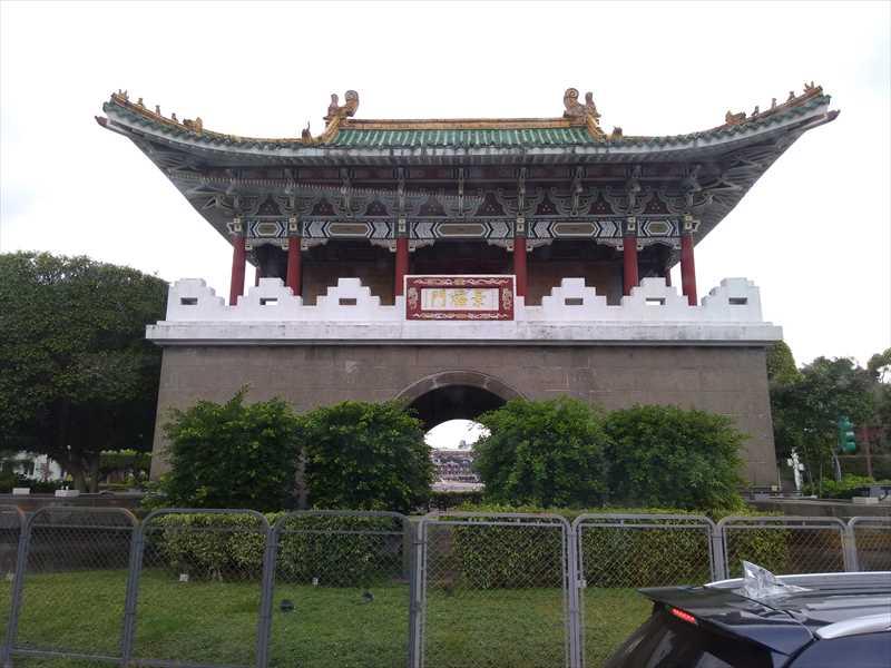 台湾の景福門は遠くから眺めるだけ