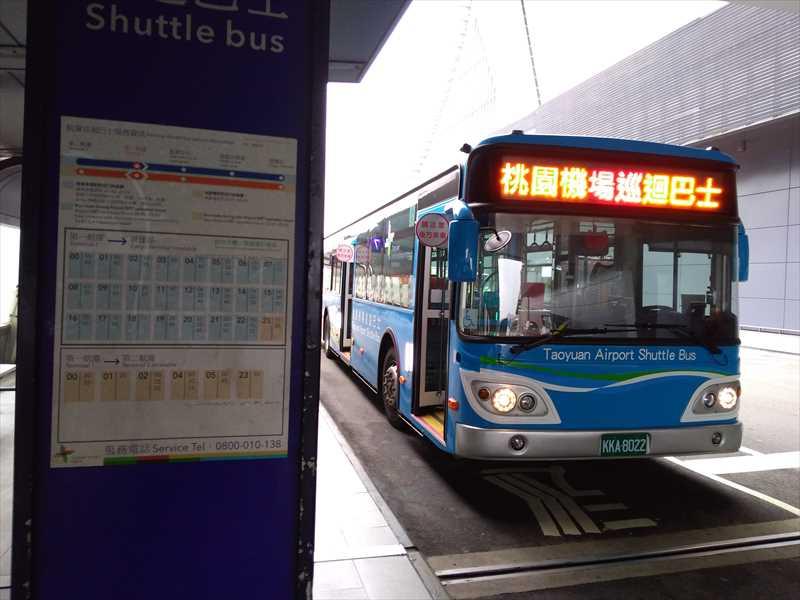 桃園空港のターミナル移動はシャトルバスもある