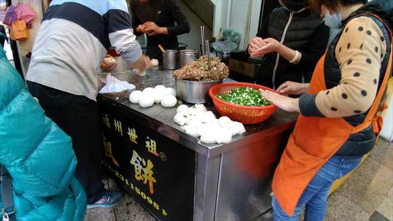 台北駅近くの饒河街胡椒餅